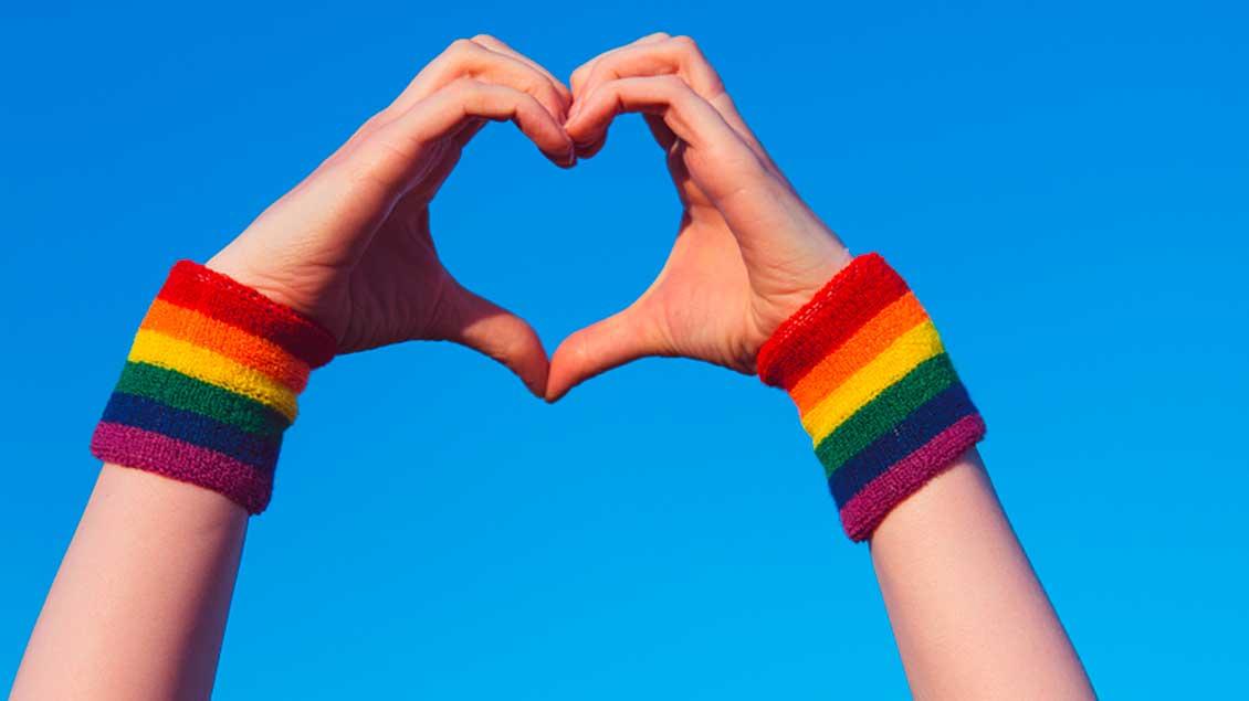 Ein Herz mit Regenbogen