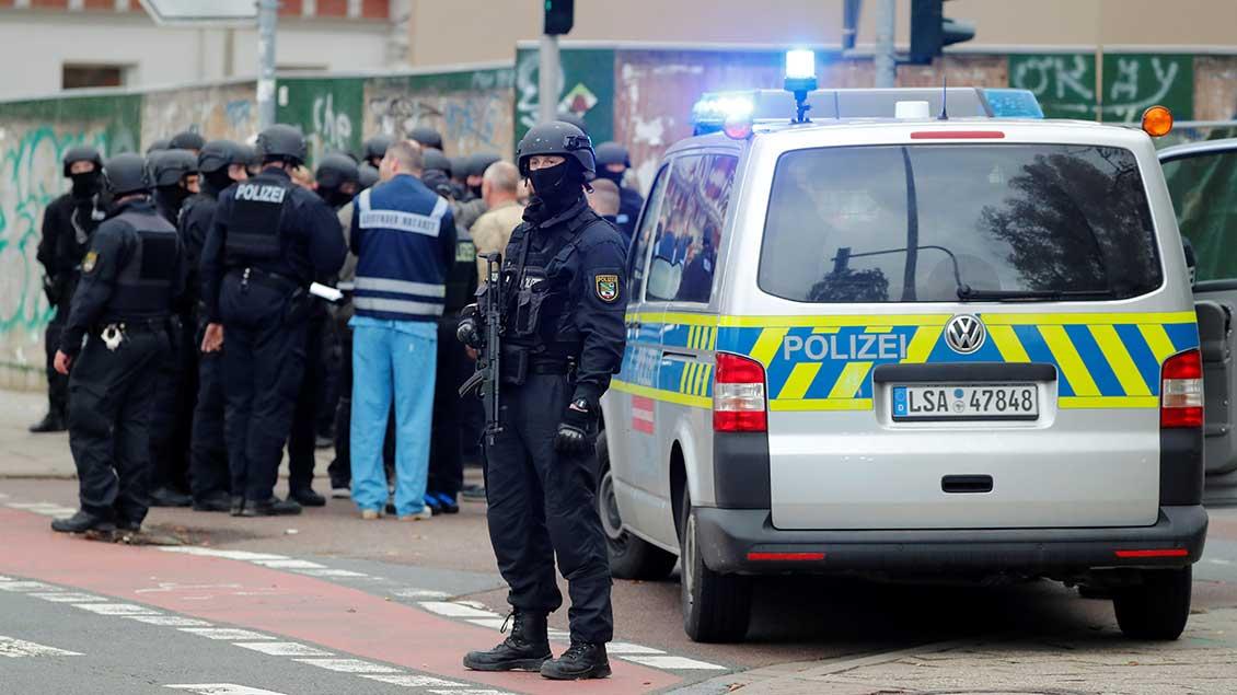 Polizisten in Halle
