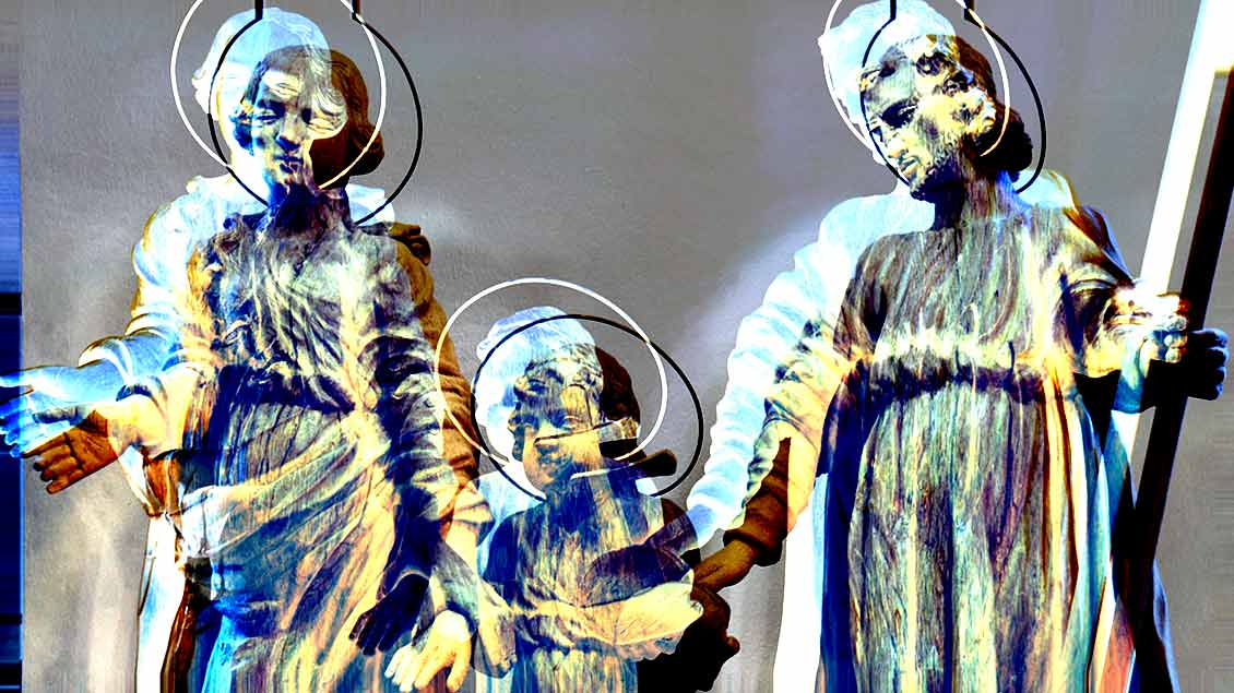 Ein verzerrtes Bild einer Darstellung der Heiligen Familie.