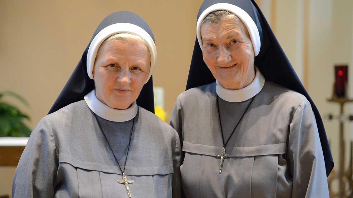 Oberin Schwester Demetria (rechts) und Schwester Michaela.