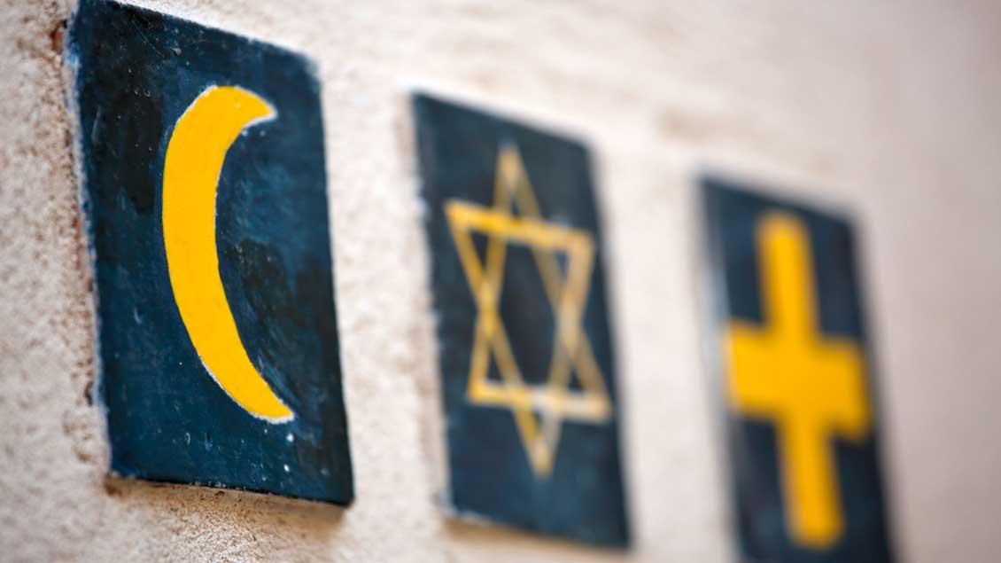 Halbmond, Davidstern und Kreuz