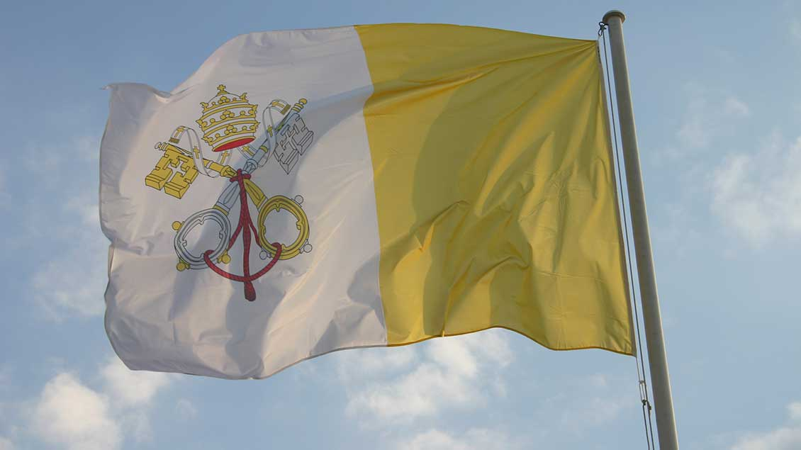 Fahne des Vatikan.