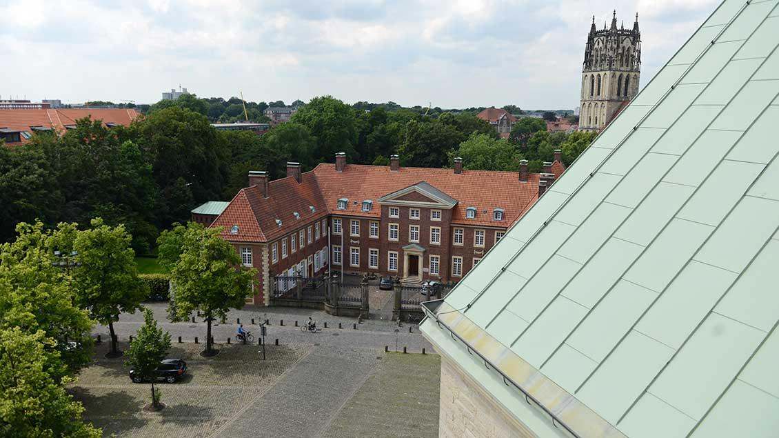 Blick vom Münsteraner Dom auf Bischofshaus und Generalvikariat in Münster
