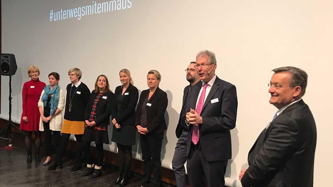 """Das Team von """"Emmaus-Reisen"""" (von links): Heike Dilling, Claudia Schäffer, Nicole Werger, Sandra Engels, Katja Stratmann, Anja Overkamp, Sven Schoppmann, Martin Burzlaff, Ralf Hammecke."""