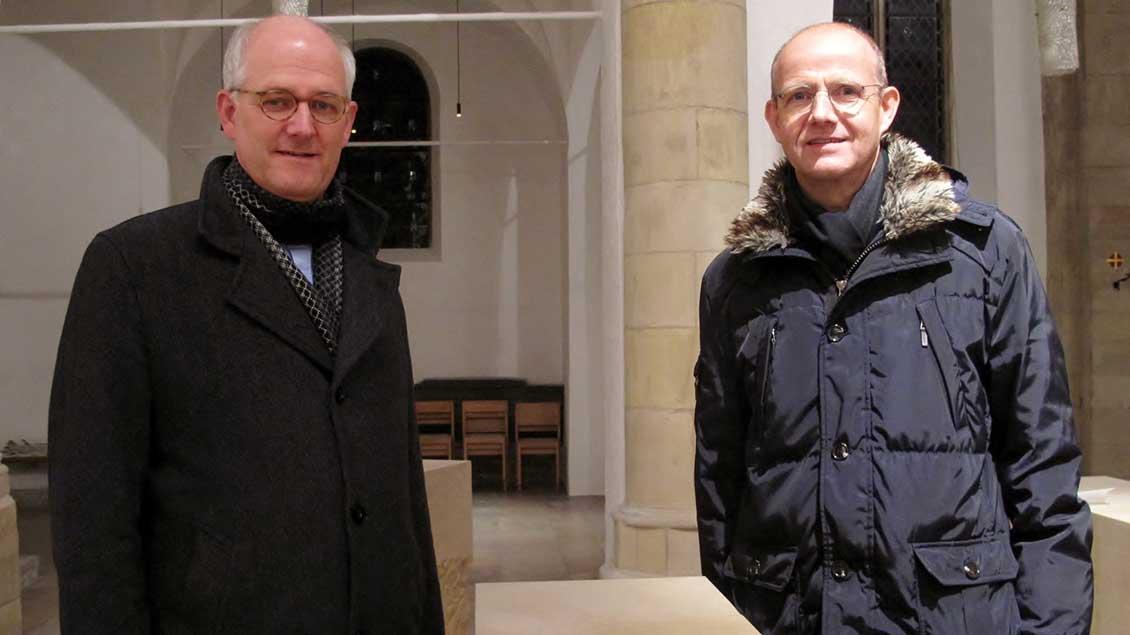 Freuen sich über die gelunge Neugestaltung der St.-Ludgerus-Kirche in Albersloh: Pfarrer Clemens Lübbers (links) und Architekt Volker Lembken.