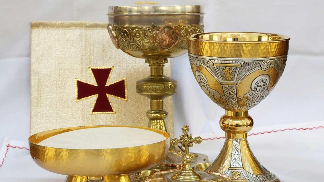 Goldene liturgische Geräte.