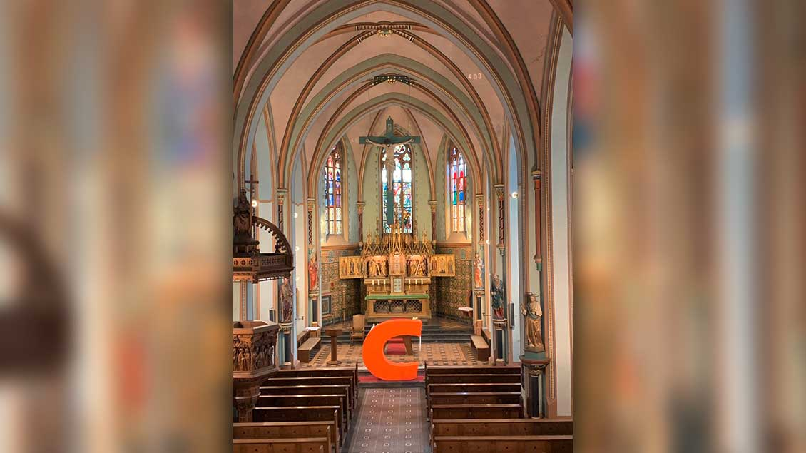 Twitter-Foto: Das C aus CDU in der Kirche von Keyenberg