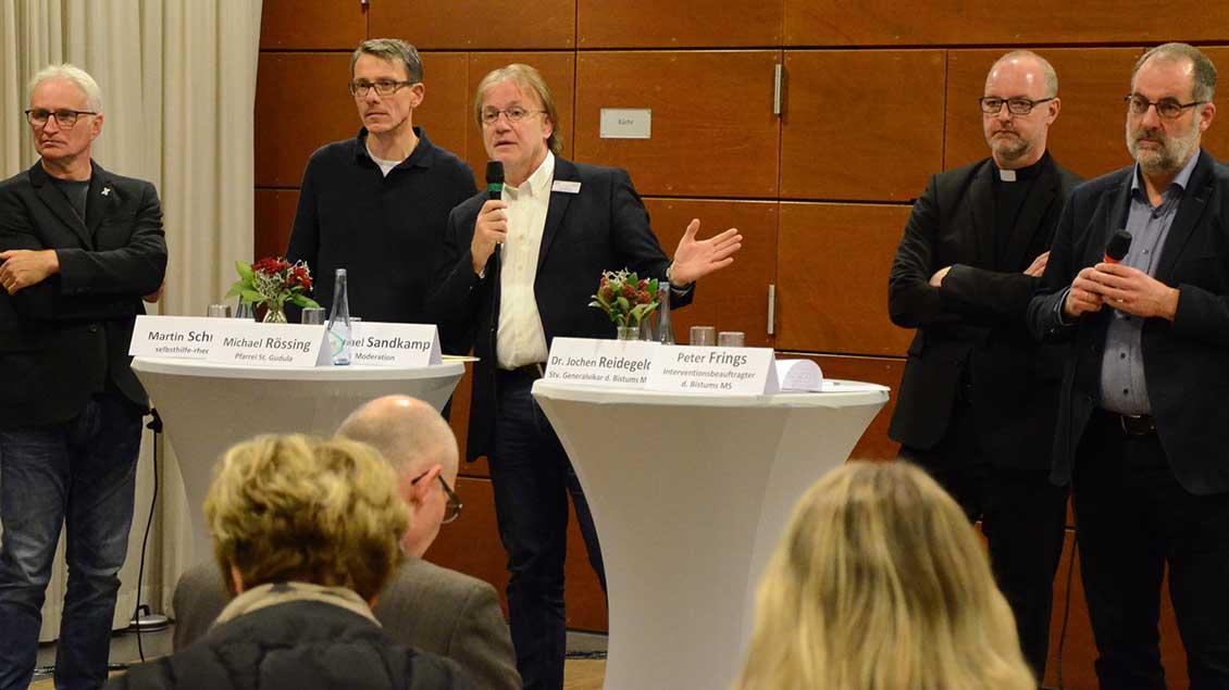 Martin Schmitz, Michael Rössing, Moderator Michael Sandkamp, Jochen Reidegeld und Peter Frings.