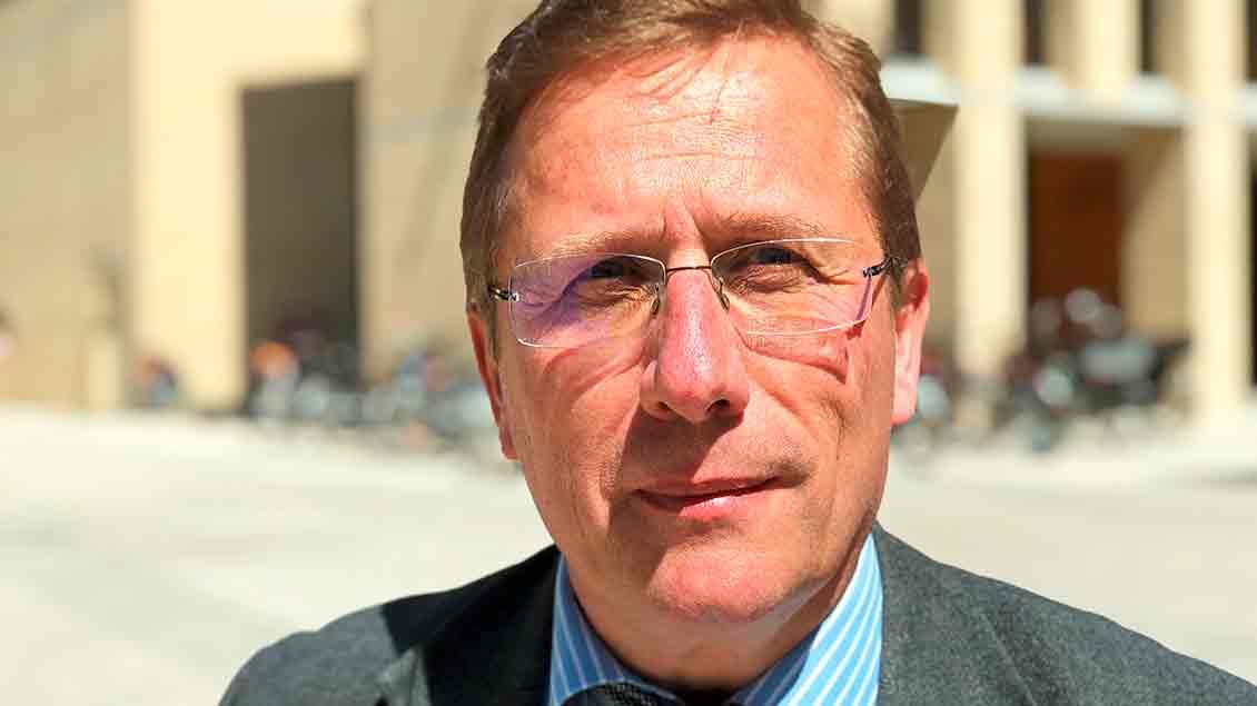 Porträt des Kirchenrechtlers Thomas Schüller.