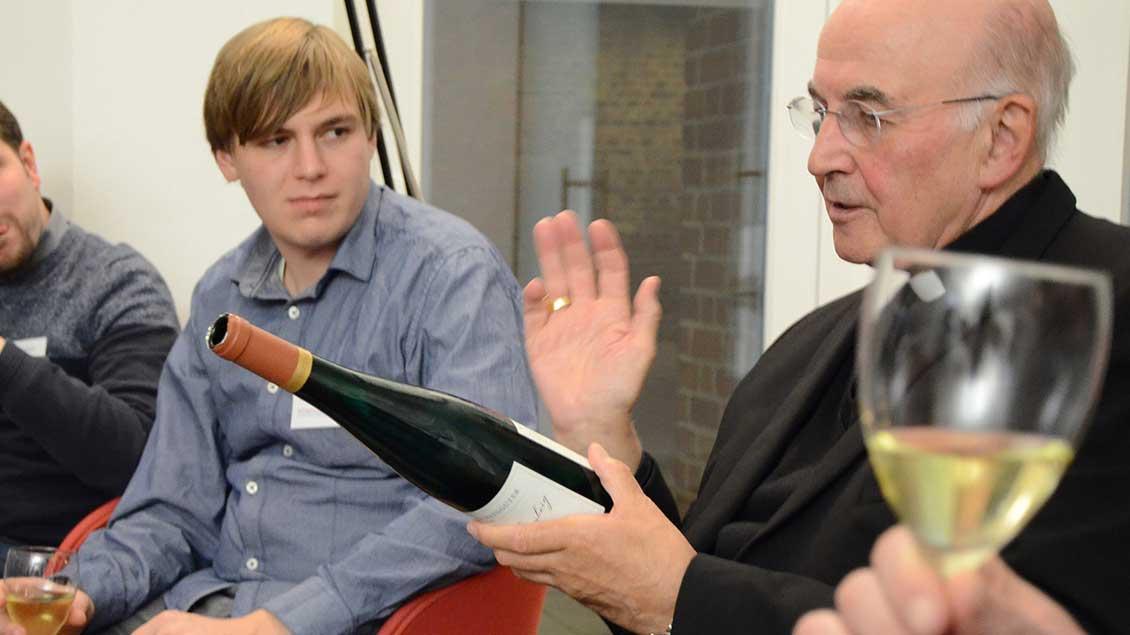Bischof Felix Genn auf Weinprobe