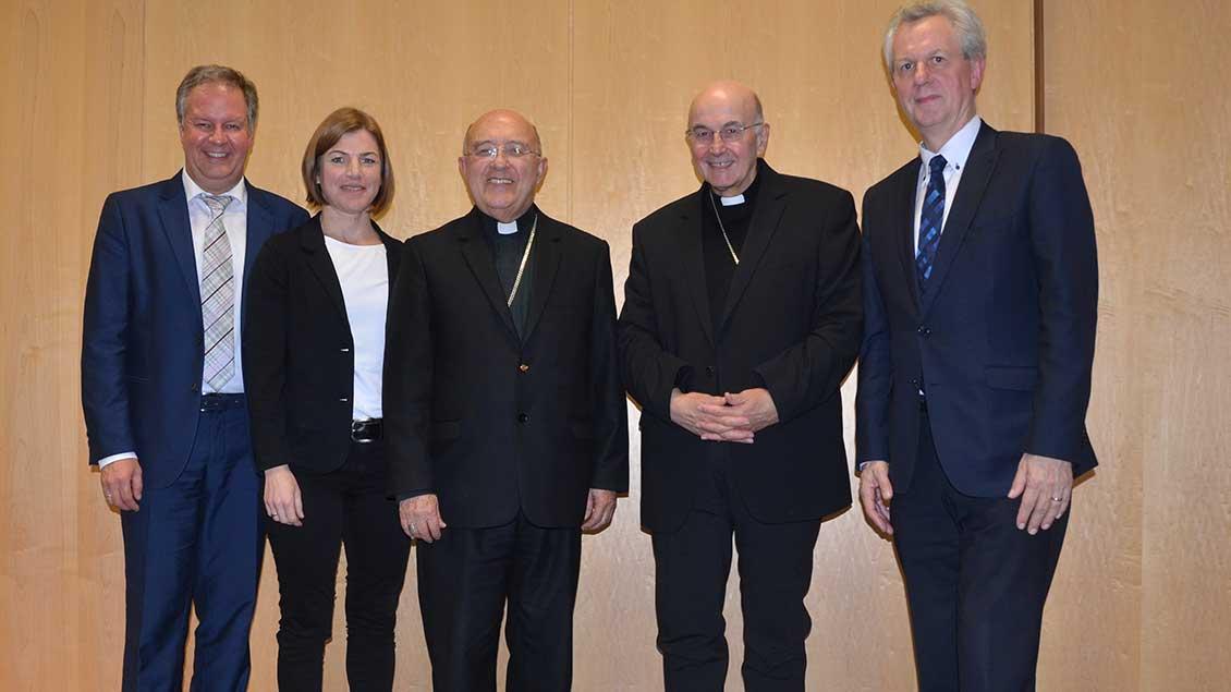 Thomas Wieland, Carolin Kronenburg (beide Adveniat), Kardinal Pedro Ricardo Barreto, Bischof Felix Genn und Akademiedirektor Antonius Kerkhoff.