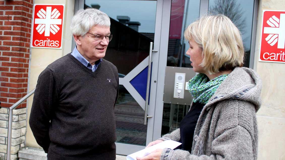 Josef Hörnemann im Gespräch mit einer Kollegin
