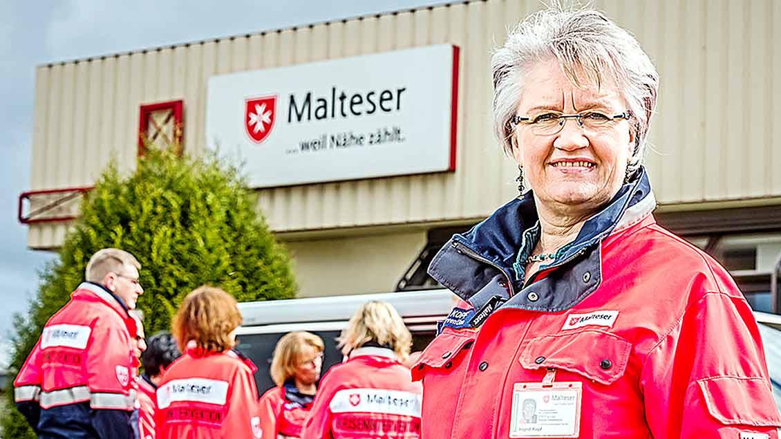 Vorne Ingrid vom Felde, im Hintergrund ihre Kolleginnen und Kollegen vom Kriseninterventionsteam der Malteser im Landkreis Vechta.