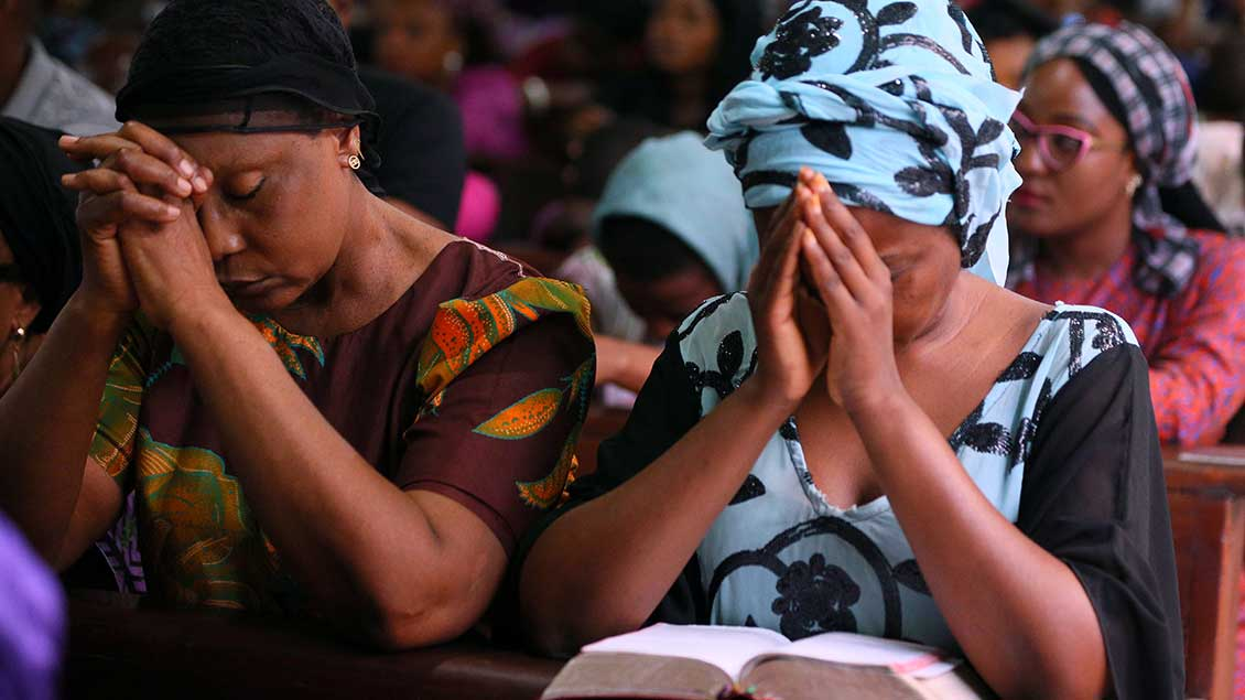 Betende Christen in Nigeria