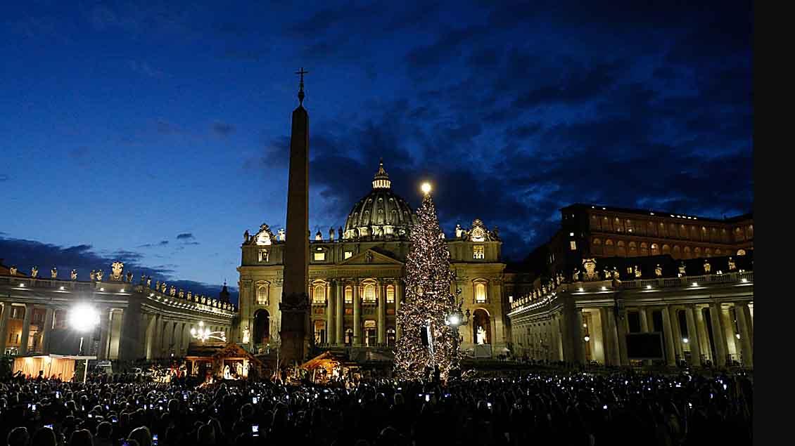 Der Petersdom in Rom im Advent