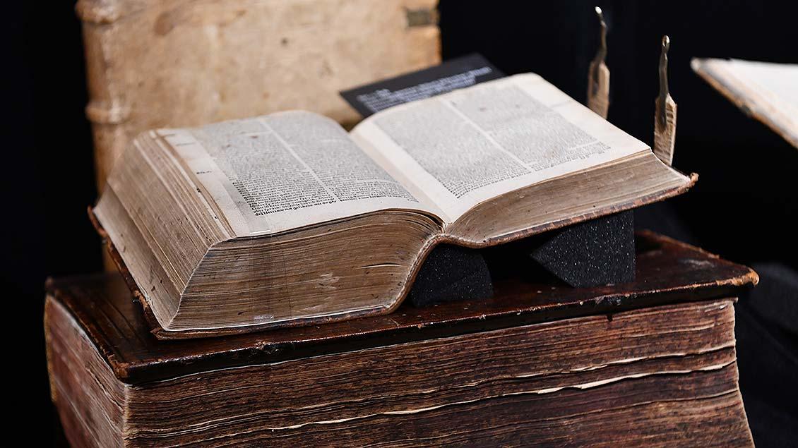 Zürcher Bibel von Hildrych Zwingli und Leo Jud aus dem Jahr 1530.   Foto: Michael Bönte