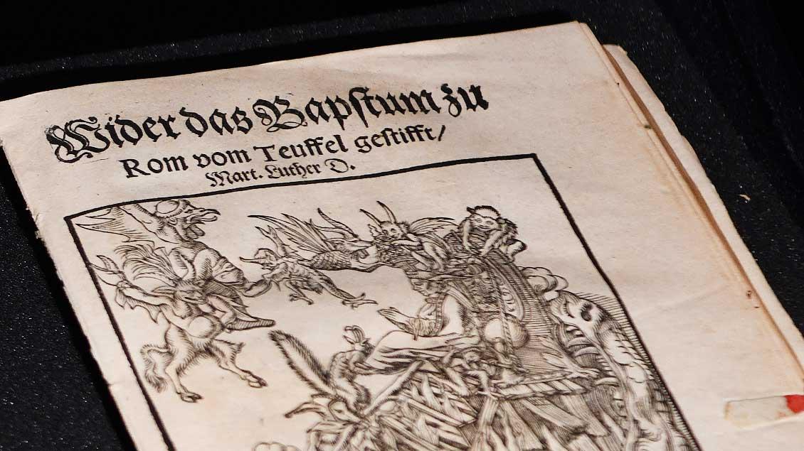 Bann-Androhung von Papst Leo X. an Martin Luther aus dem Jahr 1521.   Foto: Michael Bönte