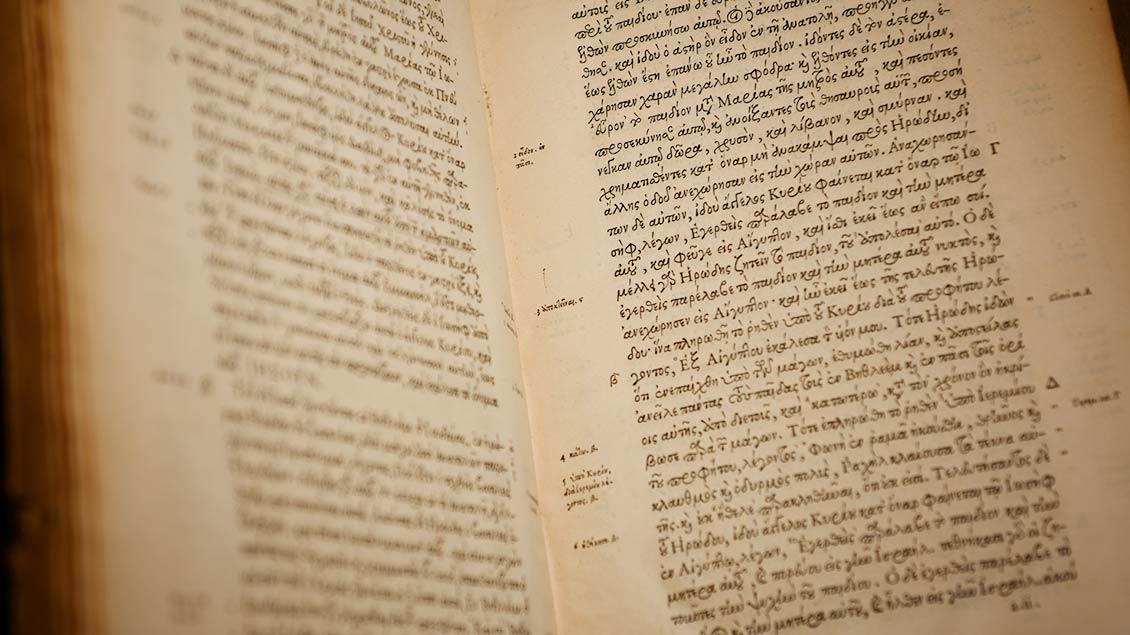"""""""Novum Iesu Christi D.N. Testamentum"""": Neues Testament, gedruckt in Paris im Jahr 1550.   Foto: Michael Bönte"""