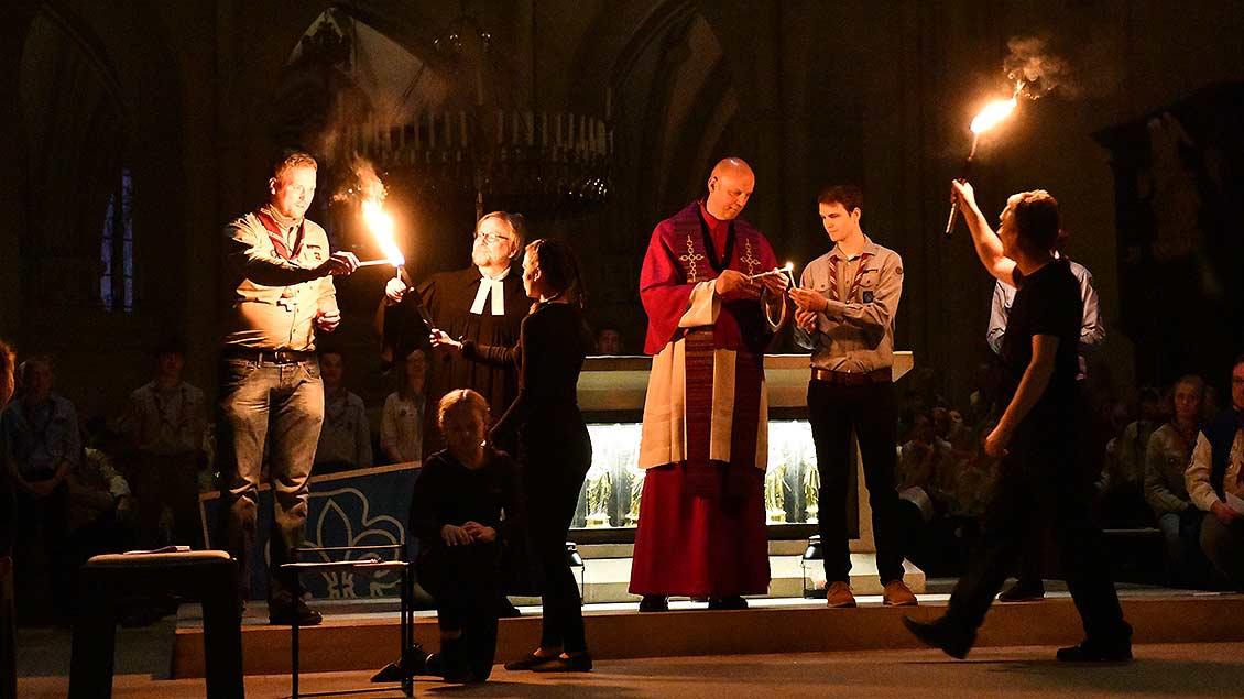 Das Licht beginnt durch den St.-Paulus-Dom zu wandern. | Foto: Michael Bönte