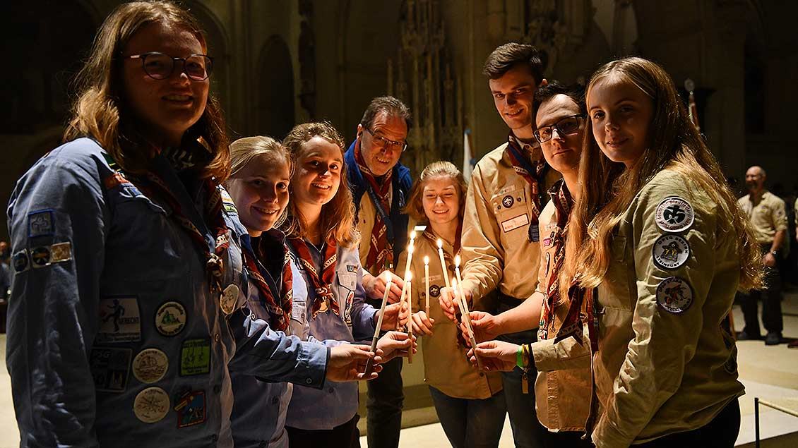 Stolz: Diese Delegation holte das Licht aus Wien nach Münster. | Foto: Michael Bönte
