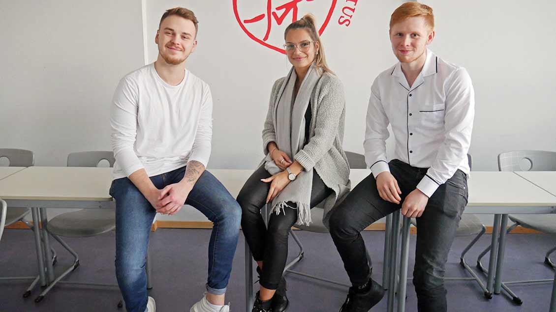 Das Foto zeigt nebeneinander (von links) Leon Holtz, Celine Kustara und Nico Burlager. Foto: Martin Kessens