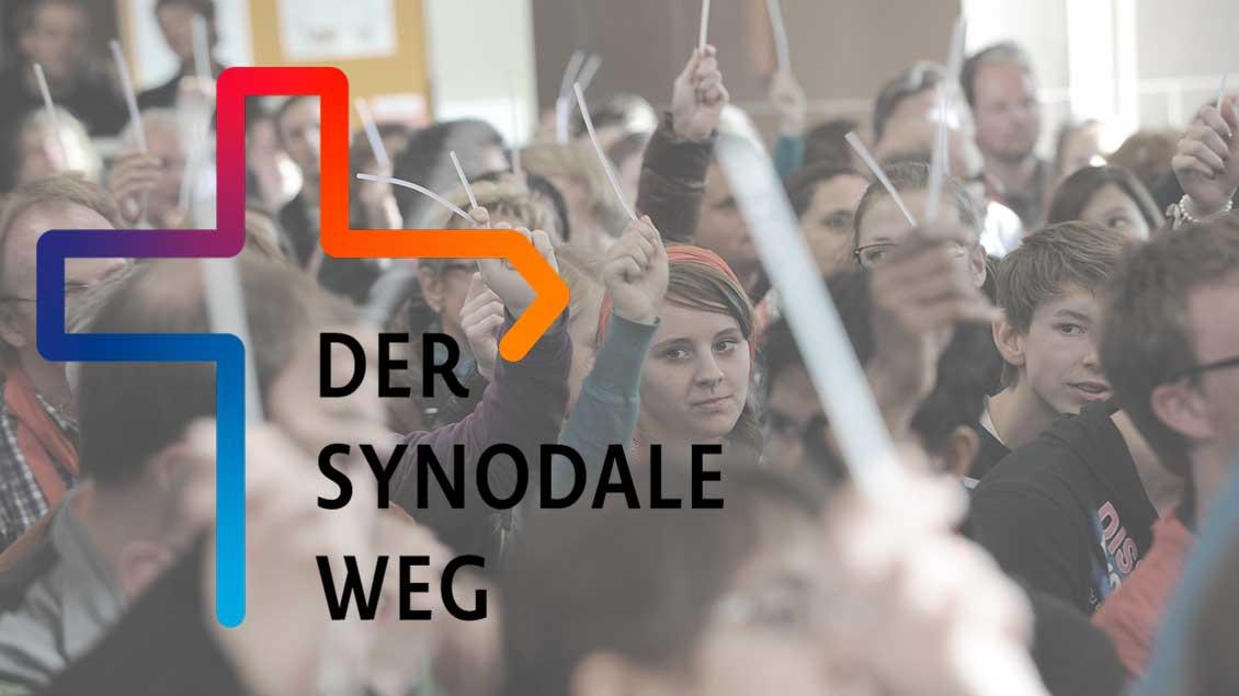 Symbolbild Menschen und Logo des Synodalen Wegs