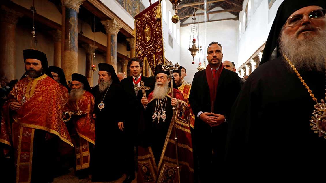 Patriarch Theophilos III. in der Geburtskirche von Bethlehem