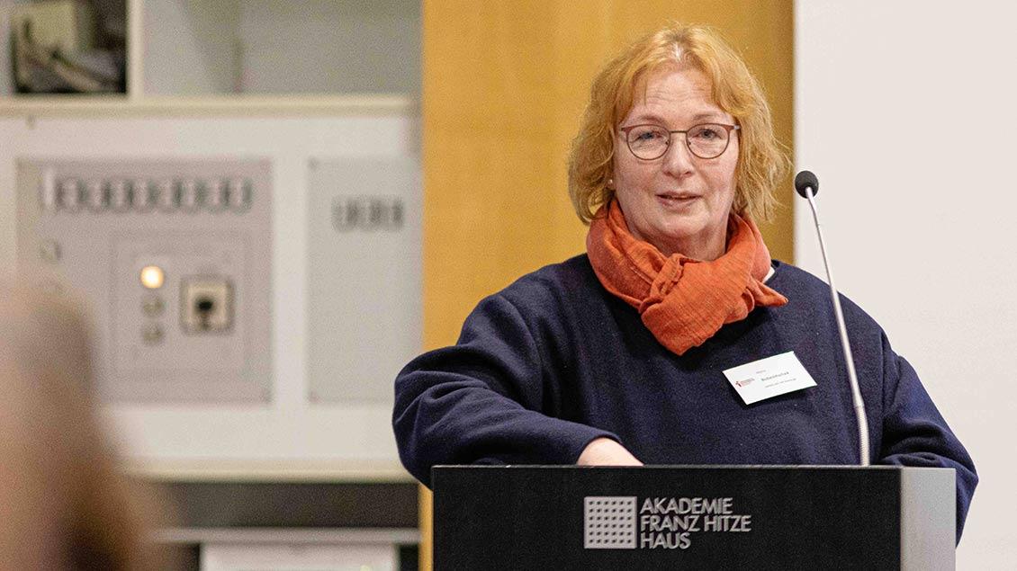 Maria Bubenitschek, Leiterin Hauptabteilung Seelsorge, vor dem Diözesanrat
