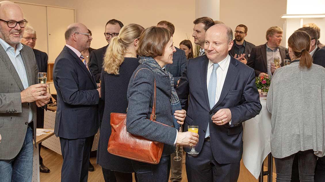 Zu den Gästen gehörten unter anderem Kreisdekanatsgeschäftsführer Matthias Schlettert aus Borken (ganz links), Pia Gräfin von Spee und IHK-Präsident Benedikt Hüffer (Mitte).