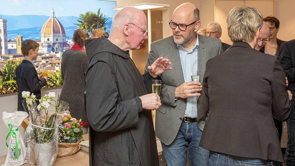Im Gespräch: Benediktinerpater Andreas Werner aus Gerleve und Kreisdekanatsgeschäftsführer Matthias Schlettert aus Borken.