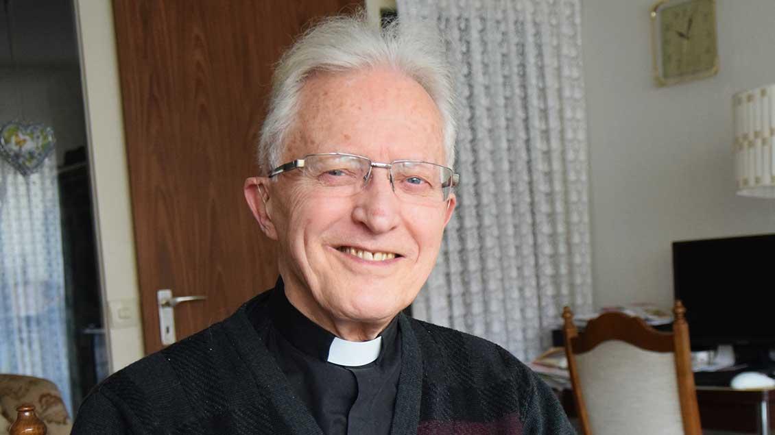 Pfarrer Alfred Büchter.