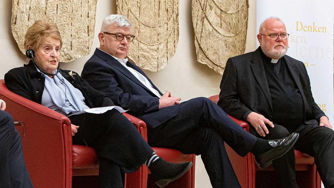 Albright, Fischer und Marx diskutieren