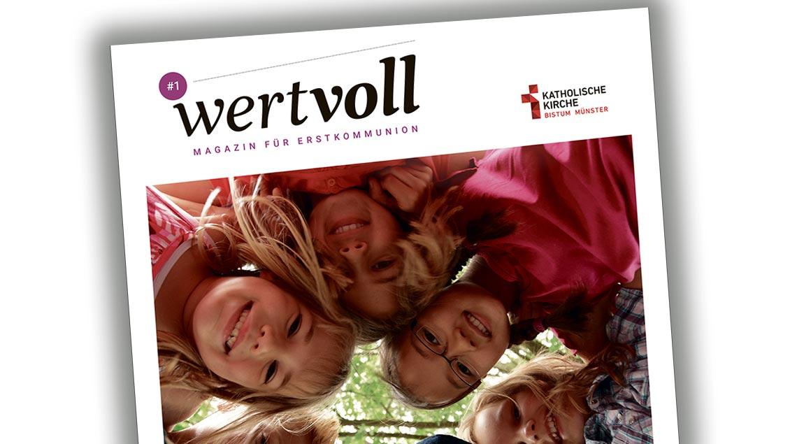 """Auf dem Titelblatt des Magazins """"wertvoll"""" sind lachende Kinder zu sehen."""