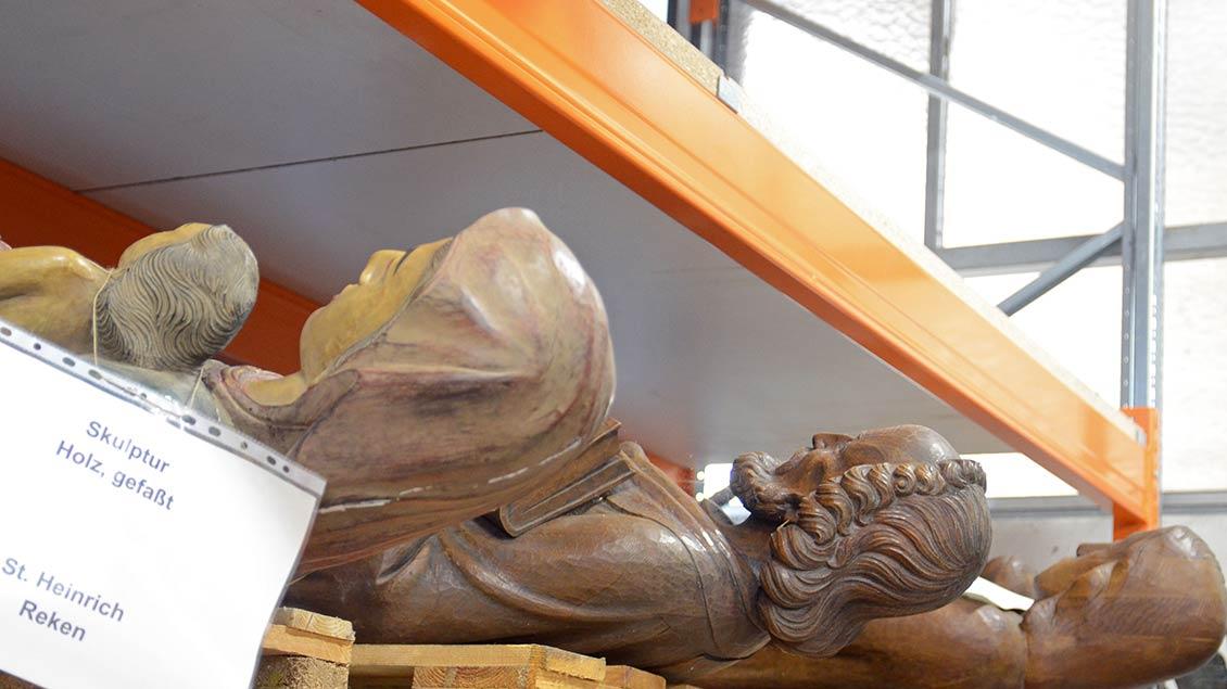 Ausrangierte Heiligenfiguren aus St. Heinrich Reken.   Foto: Ann-Christin Ladermann (pbm)