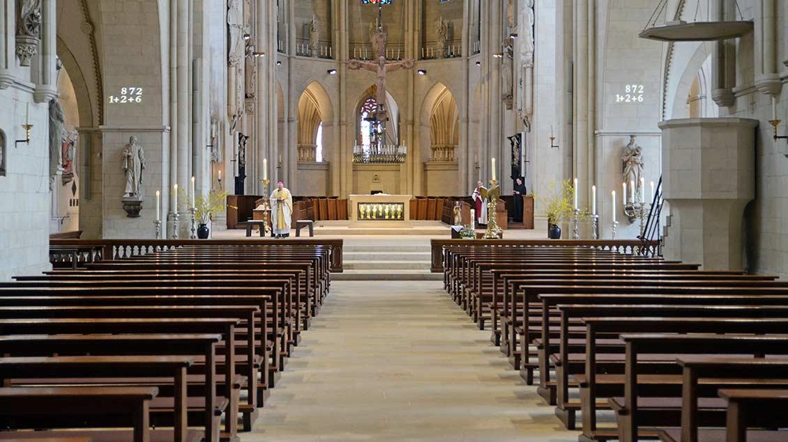 Bischof Felix Genn hat am 19. März im leeren Dom die Eucharistie gefeiert. | Foto: Ann-Christin Ladermann (pbm)