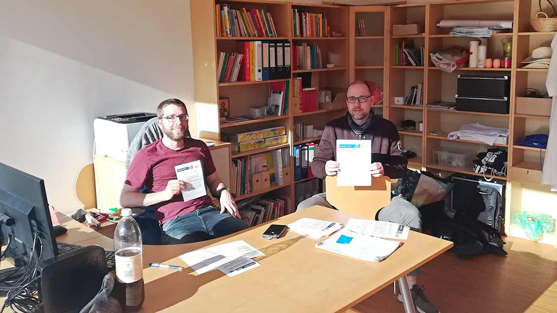 Pastoralreferent Peter Fendel (links) und Pascal Rusche, Leiter des Jugendzentrums St. Peter.