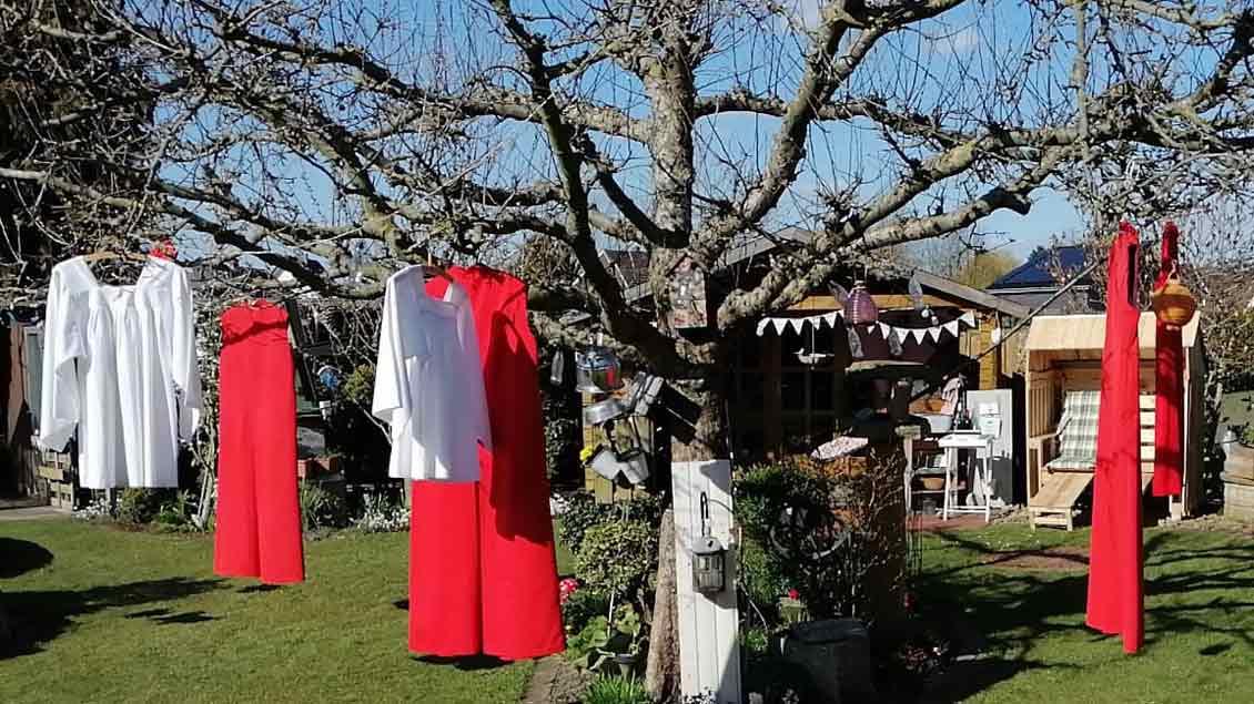 Der Apfelbaum musste als Wäschespinne herhalten.