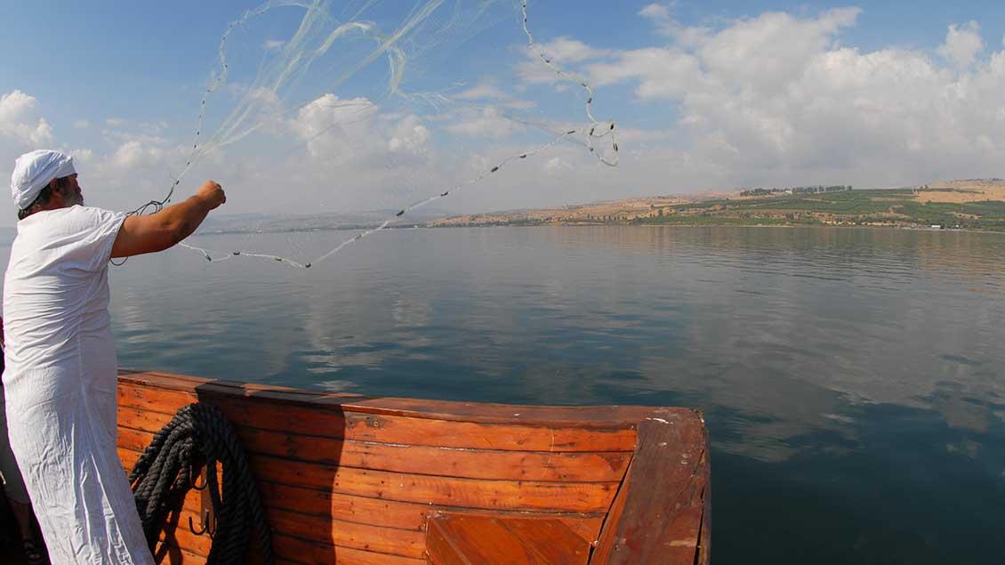 Ein Fischer am See Genezareth.