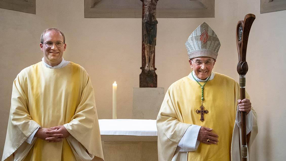 Bischof Felix Genn (rechts) weihte Lars Schlarmann zum Diakon.