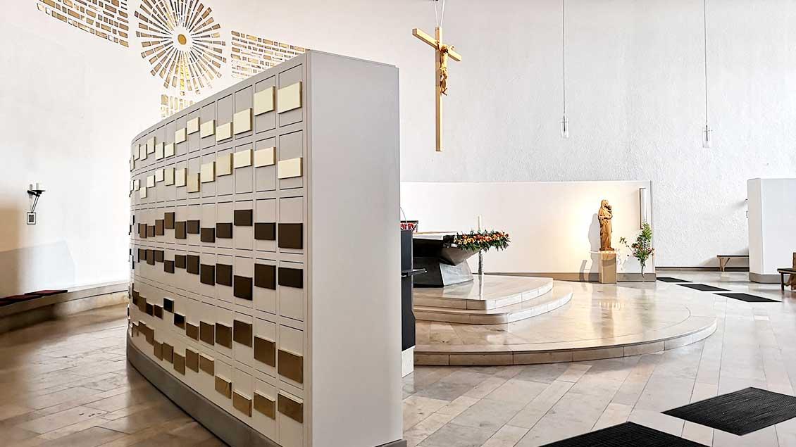 Die Grabkammern sind zum Teil rund um den Altarraum aufgestellt. | Foto: privat