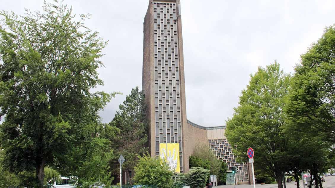Der Kirchturm prägt den Marler Stadtteil Hamm. | Foto: Johannes Bernard