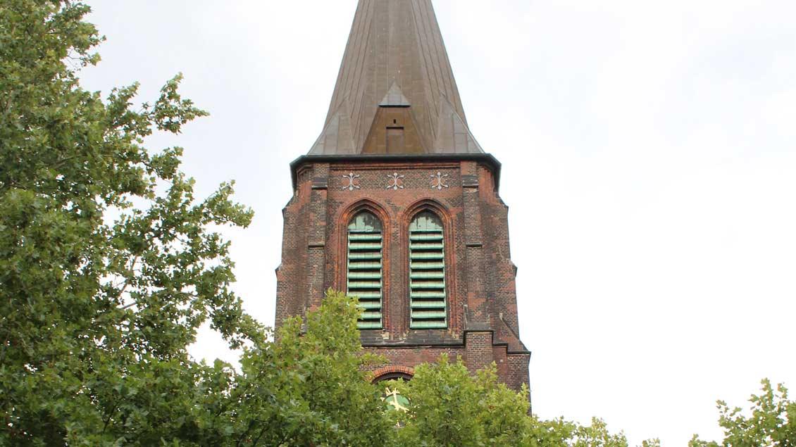 Der Kirchturm von Sankt Barbara in Herten.