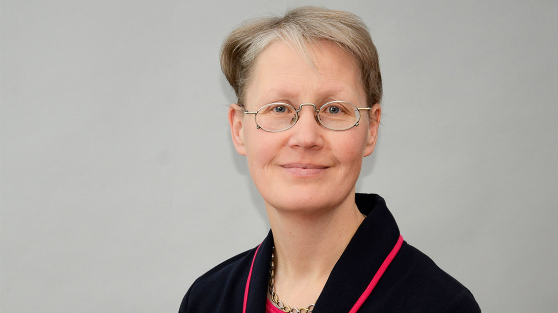 Annette Höing lächelt in die Kamera