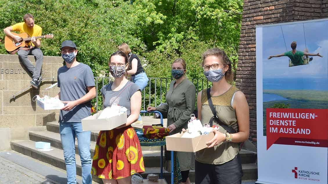 Masken werden verteilt