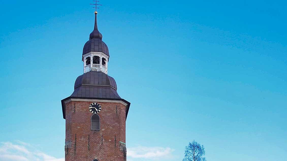 Kirchturm der Pfarrkirche St. Andreas in Cloppenburg.