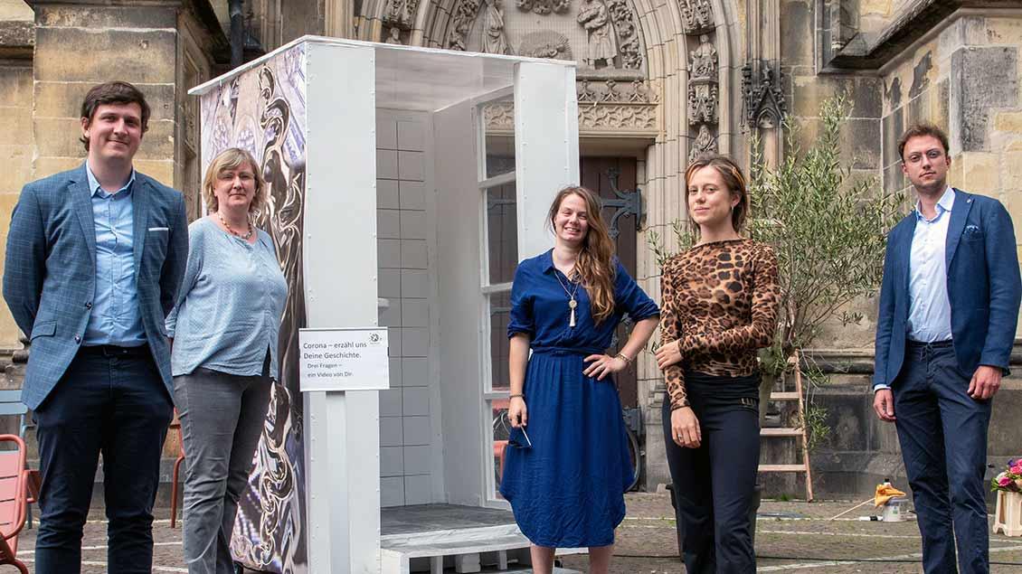 Haben die Corona-Box konzipiert und gestaltet: (von links) Stephan Orth (pastoraler Mitarbeiter), Ursel Schwanekamp (Pastoralreferentin), Amelie Hirsch, Marie Schubert und Andrea Bailoni.