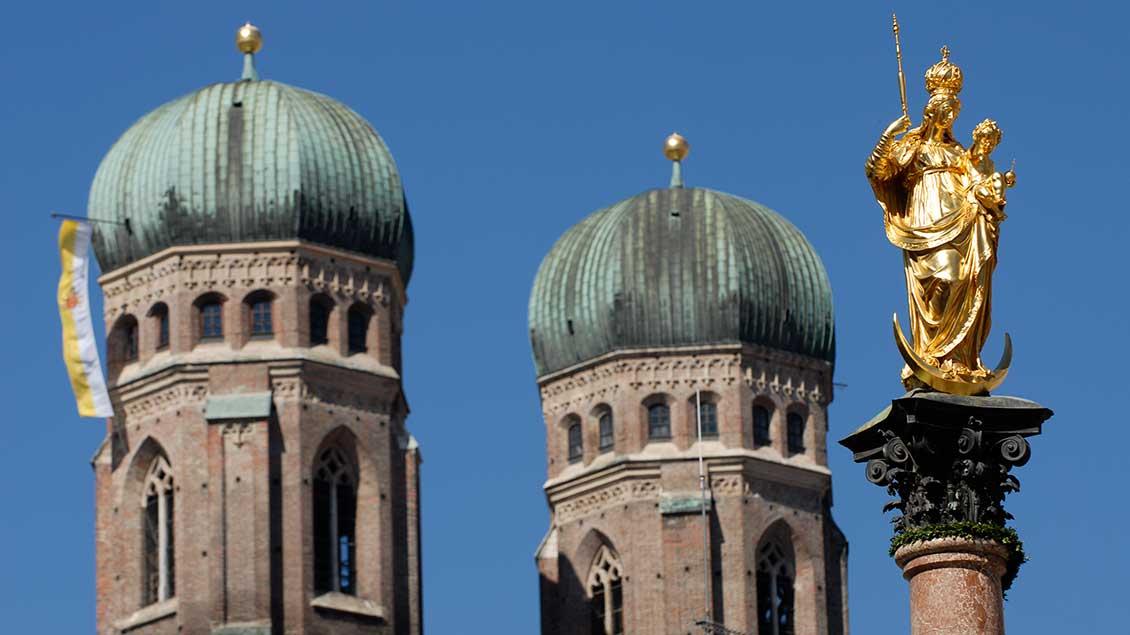 Die Türme der Frauenkirche in München.