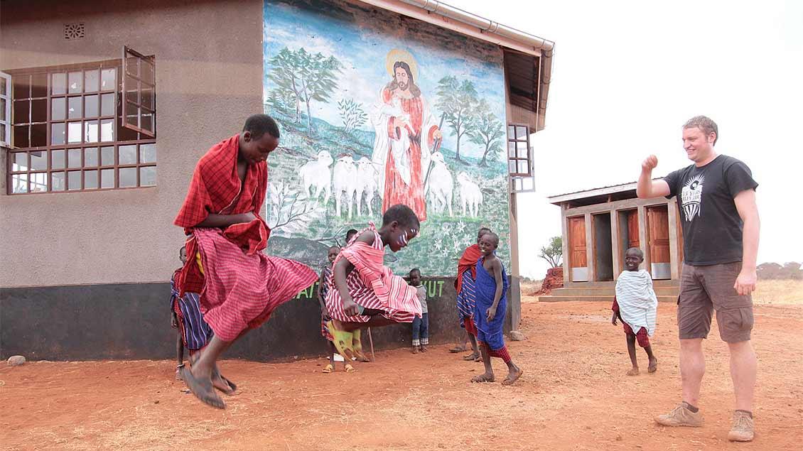 Gemeinsames Erleben: Jedes Jahr reist eine Gruppe vom Liebfrauen-Berufskolleg in Coesfeld für Projektarbeiten nach Tansania. | Foto: Norbert Ortmanns