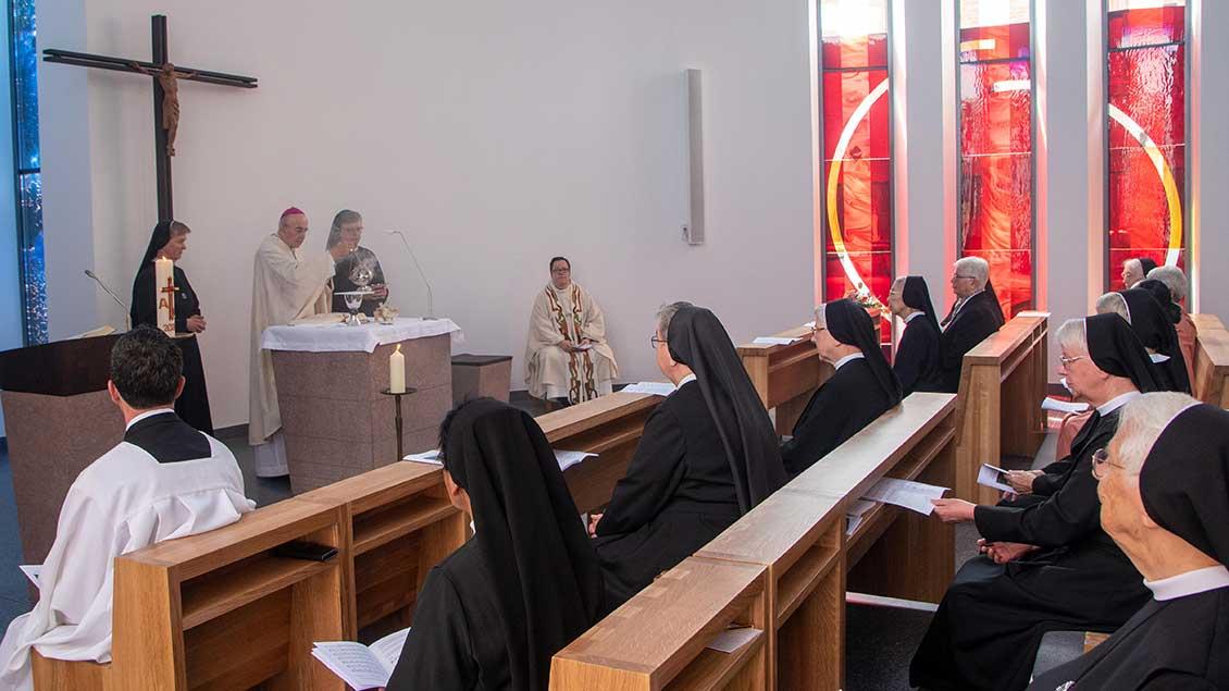Im Beisein vieler Mauritzer Franziskanerinnen feierte Bischof Genn einen festlichen Gottesdienst anlässlich der Einweihung des Neubaus. | Foto: Ann-Christin Ladermann (pbm)