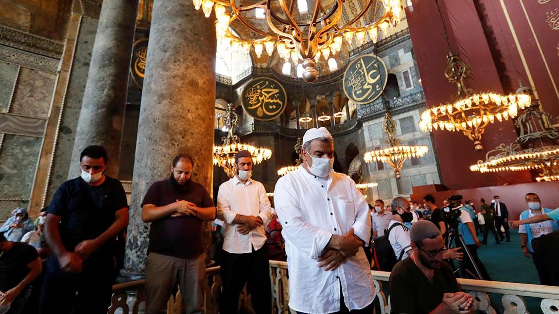 Betende in der Hagia Sofia